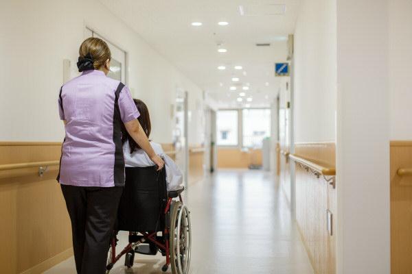 入院患者さまの面会へお越しの方へ